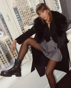Nylons And Pantyhose, Nice Legs, Hosiery, Tights, Mini Skirts, Stockings, Beautiful Women, Women's Fashion, Magic