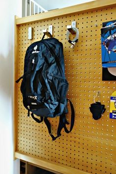 IKEA フック 有孔ボード Pegboard with backpack Small Apartment Organization, Pegboard Organization, Camping Organization, Office Furniture Design, Furniture Layout, Home Furniture, Diy Interior, Room Interior, Interior Design