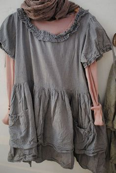 I LOVE this top. I am going to have to find a pattern or just eyeball this one.