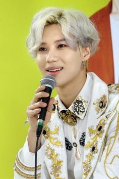 "SHINee >> Onew about Taemin: ""Taemin has amazing focus. When he starts getting into something, there's no pulling him back out. If he's doing something that he likes, he finds explosive energy."""
