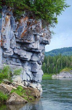 Река Туба, правый приток реки Енисей.