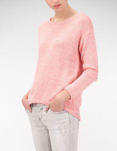 Sweter z dzianiny z kolorowymi nitkami