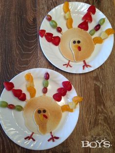 Turkey Pancakes – Easy Thanksgiving Breakfast Who says turkey is only for Thanksgiving dinner? These turkey pancakes would be a fun addition to ANY Thanksgiving breakfast menu! Thanksgiving Food Crafts, Thanksgiving Traditions, Thanksgiving Parties, Thanksgiving Turkey, Thanksgiving Sayings, Thanksgiving Prayer, Holiday Traditions, Thanksgiving Birthday, Pancakes Easy
