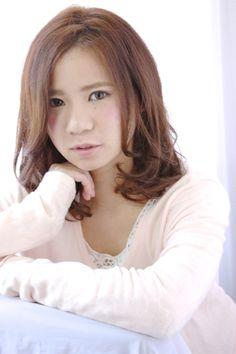 http://beauty.rakuten.co.jp/hs0111749/ 【ナチュラルガーリー】 大人かわいいカジュアルなヘアです!!柔らかい毛流れでオシャレ感UP☆透明感のあるカラーでやわらかい雰囲気をプラスします☆