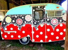 Top 25 Super Cute Camper Exterior Paint Color Ideas – Do you have plans for summer vacation? And how you will come and spend time at a vacation spot later. Of course, it would be nice if you have your own Camper. Retro Caravan, Retro Campers, Cool Campers, Camper Trailers, Happy Campers, Vintage Campers, Vintage Rv, Tiny Trailers, Vintage Vans