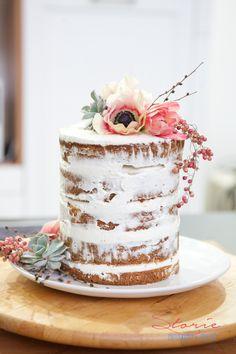 semi naked cake con topper floreale a @ilmondocreativo @silviadeifiori