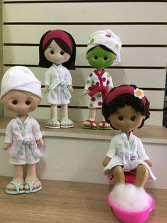 Bonecas de Banheiro com moldes Felt Patterns Free, Felt Doll Patterns, Fabric Doll Pattern, Fabric Dolls, Homemade Cloth Dolls, Doll Toys, Baby Dolls, Bathroom Crafts, Soft Dolls