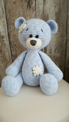 Me to you bear, gehaakt met Catania Denim en Phildar 3 Crochet Teddy, Diy Crochet, Crochet Crafts, Crochet Dolls, Crochet Projects, Crochet Baby, Crochet Dragon Pattern, Crochet Dog Patterns, Amigurumi Patterns