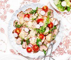 Vitello Tonnato (kalv med tonfisk på svenska) är en italiensk klassiker som vi denna gång valt att tillaga med tunna skivor av fläskytterfilé i stället för kalvkött. Den utsökta tonfisksåsen bidrar till en delikat matupplevelse. Buon appetito!