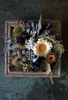 花飾りボード Flower Crafts, Diy Flowers, Flower Decorations, Flower Frame, Flower Boxes, Dried Flower Arrangements, Pressed Flower Art, How To Preserve Flowers, Arte Floral