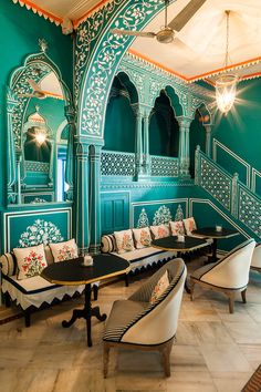 60 Comfy Moroccan Dining Room Design You Should Try. Tired of looking at the same bedroom, same dining room and same living room again and again? Indian Home Decor, Moroccan Decor, Moroccan Style, Indian Style, Restaurant Club, Restaurant Indian, Modern Restaurant, Jaipur, Urban Decor