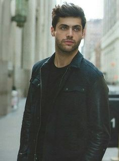 Matthew Daddario as Azriel Shadowhunter Alec, Alec And Jace, Constantin Film, Shadowhunters Cast, Matthew Daddario Shadowhunters, Dominic Sherwood, Alec Lightwood, Jason Todd, Red Queen
