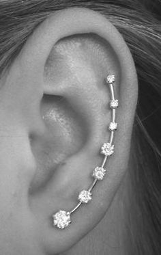 ear crawler only needs one piercing. Stylin for the ladies that have pierced ears . 18 Cute And Unexpected Ear Piercings Unique Ear Piercings, Cute Ear Piercings, Piercings For Small Ears, Celebrity Ear Piercings, Piercing Types, Lobe Piercing, Ear Jewelry, Body Jewelry, Fine Jewelry