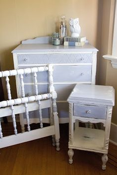 How I would love to come across 4 pieces of vintage Jenny Lind furniture.......