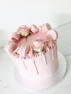 Wedding cake recipes 651825746051606008 - mariasweetcakery Malya Mariasweetcakery Torten/Cake Source by Pretty Cakes, Beautiful Cakes, Amazing Cakes, Cupcakes, Cupcake Cakes, Cupcake Recipes, Fondant Flower Cake, Flower Cakes, Cake Flowers