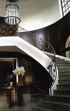 Christian Liaigre: Rosedale, Toronto a su marier la sobriété à une très grande élégance.  Loin des modes et des tendances, l'architecture d'intérieur et le design selon Liaigre sont synonymes d'intemporalité, de beauté calme, de luxe subtil.  Le confort ne s'y inscrit pas dans la trivialité de l'abondance mais dans la délicatesse et la rareté.