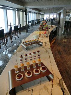 Buffet dinnerware for Club Lounge Ritz Carlton Hong Kong   Glass Dinnerware Solutions For Restaurants