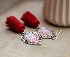 Boucles d'oreilles à fleurs et pompon rouge : Boucles d'oreille par callenana