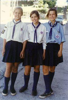Uniforme con camisa celeste y  pollera pantalón Mujeres 1991 en Argentina.
