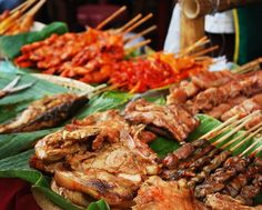 Get yourself acquainted with some of the Philippines' most iconic street food dishes Cebu, Meat Skewers, Les Philippines, Philippine Cuisine, Keto On A Budget, Food Park, Filipino Recipes, Filipino Food, Grilled Meat
