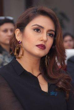 Huma qureshi Bollywood Actress Hot Photos, Indian Bollywood Actress, Indian Actresses, Beautiful Girl Photo, Most Beautiful Women, Huma Qureshi Hot, Bollywood Designer Sarees, Diva Fashion, Beautiful Indian Actress