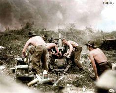 Uma Divisão de Infantaria Australiana disparando contra japoneses durante a invasão da ilha de Bornéu em julho 1945.