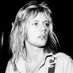 When I say I'm in love with Roger Taylor, I specifically mean Roger Taylor. Or Ben Hardy as Roger Taylor… Discografia Queen, Queen Band, I Am A Queen, Save The Queen, Baby Queen, Brian May, John Deacon, Queen Drummer, Roger Taylor Queen