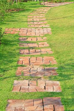 Nová krása zo starých tehál - Dom z tehly Gravel Walkway, Wood Walkway, Concrete Path, Brick Pathway, Stone Walkway, Walkway Ideas, White Gravel, Circular Patio, Old Bricks
