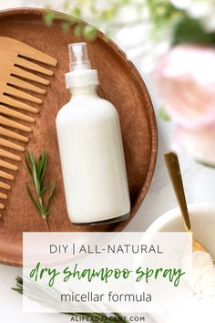DIY Dry Shampoo Spray Micellar Formula: This natural DIY dry shampoo spray is infused with oil-absorbing micelles to quickly refresh oily hair. Suitable for all hair colours, even dark hair. Salon Hair Treatments, Diy Cosmetic, Diy Makeup Setting Spray, Homemade Dry Shampoo, Diy Peeling, Hair Care Recipes, Natural Beauty Recipes, Diy Hair Care, Oily Hair