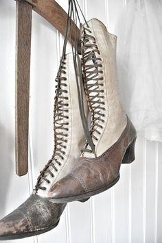 it has always amazed me how women feet fit in these harrow boots.