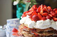 lilla matdériven: Pannkakstårta med jordgubbar (lite nyttigare)