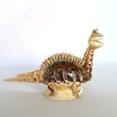 This kitschy vintage shell art dinosaur is so tacky but somehow I still find it compellingly cute. Seashell Painting, Seashell Art, Seashell Crafts, Shell Animals, Shell Flowers, Shell Decorations, Shell Ornaments, Paper Flowers Craft, Sea Crafts