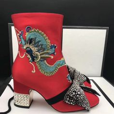 Couture Designer Shoes and Slippers Couture Ideas, Couture Trends, Couture Shoes, Haute Couture Fashion, Long Boots, Pallet Ideas, Your Shoes, Shoe Rack, Designer Shoes