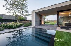 PPC spiegel overloop zwembad / Gras - Betonrand / Antraciet - Biopool   Zwembaden & zwemvijvers Gras, Ideas Para, Jacuzzi, Interior And Exterior, My Dream, Pond, New Homes, Deck, Mansions