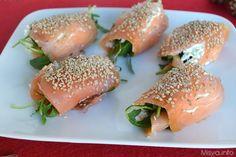Gli involtini di salmone al sesamo sono un ottimo antipasto estivo. Facili da fare e coreografici, daranno un tocco in più alla vostra tavola. Sono mesi ormai