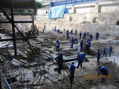 Operários trabalhando na construção da torre Oscar Niemeyer.        Acesse a FGV no Facebook:  http://www.facebook.com/fgv.oficial