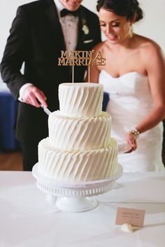 The texture on this all-white wedding cake is gorgeous!