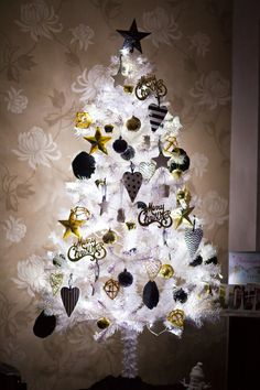 My Favourite Post of the Year  My black white and gold Christmas tree