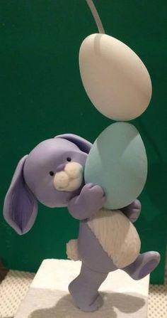 Кролик с пасхальными яйцами из мастики | Уроки лепки
