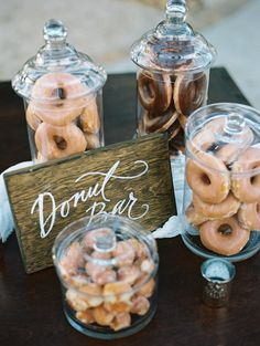 Every wedding needs a donut bar! Donut Birthday Parties, Donut Party, Grad Parties, Party Snacks, Donut Bar Wedding, Cookie Bar Wedding, Candy Bar Wedding, Fete Emma, Snacks