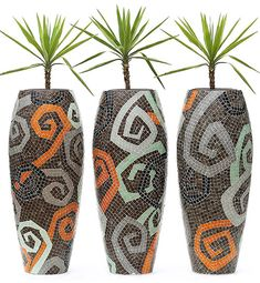 Obbligato Mosaic planters Unique Mosaic planters to personalise your space – Mosaic Planters, Mosaic Vase, Mosaic Flower Pots, Ceramic Flower Pots, Pebble Mosaic, Mosaic Diy, Mosaic Crafts, Mosaic Projects, Stone Mosaic