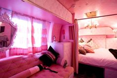Pink interior in an airstream! I want this so bad! Vintage Rv, Vintage Trailers, Vintage Campers, Vintage Airstream, Vintage Caravans, Vintage Travel, Small Boutique Hotels, Pink Truck, Airstream Trailers