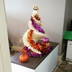 We made a special top to turn our treedia tree into a Pumpkin tree! Pumpkin Tree, Happy Halloween, How To Make, Top, Crop Shirt, Shirts