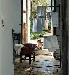 ein k chenversch nerer mit praktischen aspekten das hakenregal nimmt alles auf was st ndig im. Black Bedroom Furniture Sets. Home Design Ideas