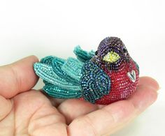 1 bird by Meredith Dada Bird Jewelry, Beaded Jewelry, Beaded Animals, Bead Crafts, Jewelry Crafts, Jewelry Art, Beads And Wire, Beaded Flowers, Beading Patterns