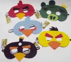 Já pensou numa festa infantil com o pessoal da Angry Birds? Que tal estas 5 máscaras em feltro para animar? Red Bird,Yellow Bird, Blue Bird, Black Bird, Minion Pig ( King ) Uma ótima opção de lembrancinha do aniversário ou presentinho !! E também fazemos sob encomenda !! R$ 46,00