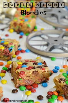 Movie Night Blondies | No matter what the movie is you can be confident that the goodies will be voted #1! What's better then eating a blondie? Eating a Best Dessert Recipes, Cookbook Recipes, Fun Desserts, New Recipes, Cookie Recipes, Favorite Recipes, Yummy Cookies, Cake Cookies, Brownie Ice Cream