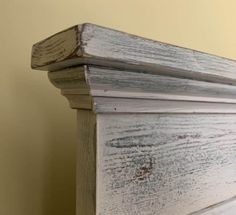 Making a Headboard from an Old Door Diy King Headboard, Shiplap Headboard, Headboard From Old Door, Door Headboards, How To Make Headboard, How To Make Bed, Headboard Ideas, Bedroom Ideas, Headboard Designs