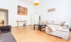 Sehr geräumiges Wohnzimmer in toller Wohnung in Berlin Mitte. Wohnung in Berlin. #BerlinMitte #Berlin #Wohnung #Wohnzimmer #livingroom