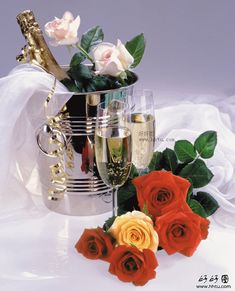 Risultati immagini per la multi ani png Happy Birthday Me, Birthday Greetings, Birthday Wishes, Wine Bottle Images, Hyper Realistic Paintings, Images Gif, Special Flowers, Colorful Birds, Prosecco
